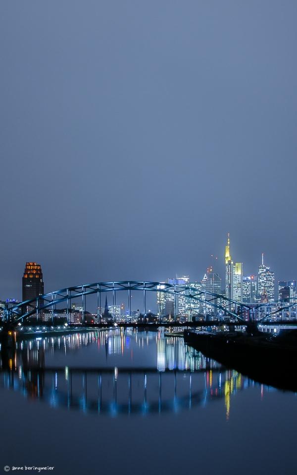 Skyline von der Osthafenbrücke gesehen