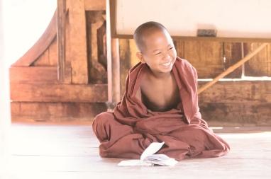 Lernen im Teak-Holz Tempel